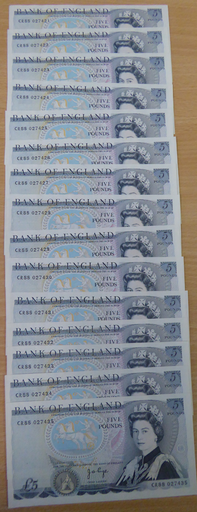 1973 Page £5 blue, 'L' Wellington reverse, consecutive run of 15, aUNC, Dugg B336.